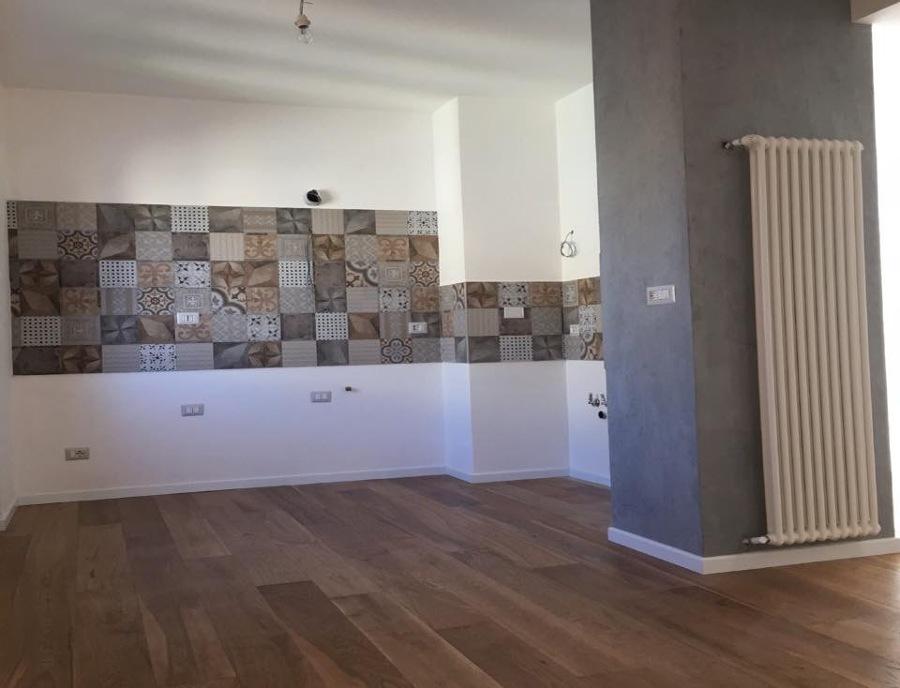pavimentazione-piu-mattonelle-cucina-e-pittura-453254